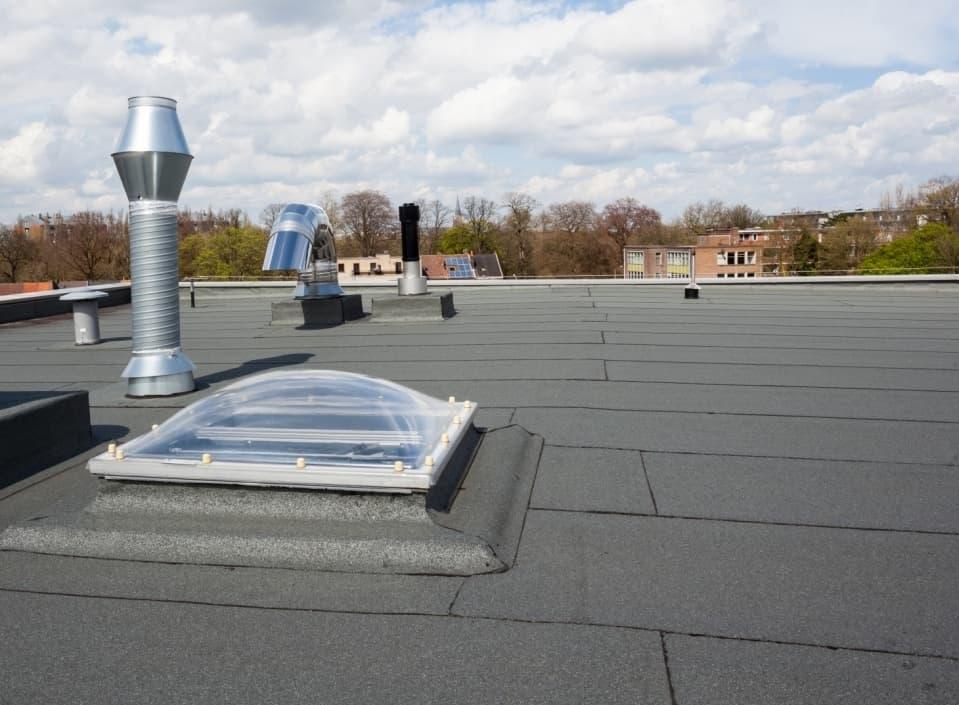 Slopen en hergebruik materialen platte daken loont